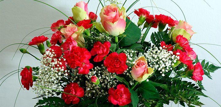 Preparaci n de ramos de rosas - Ramos para regalar ...